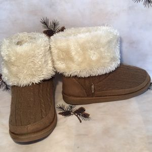 "Northside 6 1/2"" Tall Faux Fur Boots Size 6"